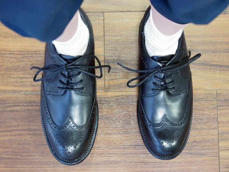 並べてみると、だいぶ違いがわかります。やはり革靴は、女性にはレディースの商品、男性にはメンズの商品をおすすめしておきます。(履き心地は大差ないので、見た目の